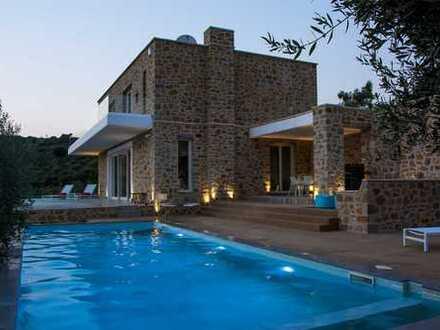 Luxusvilla mit unverbaubarem Blick aufs Meer und den Golfplatz Costa Navarino