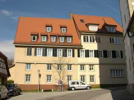 """Attraktive Mietgelegenheit! Schöne u. sonnige 3,5-Zi.-Wohn. m. 100 m² Wohnfl. im """"Städtle"""" Neuffens"""