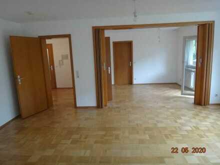 Gepflegte 5-Raum-Wohnung mit Balkon in Neckargemünd