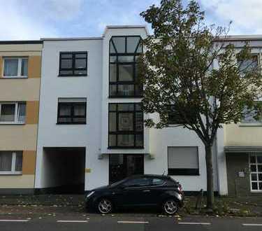 Modernisierte 2-Zimmer-DG-Wohnung mit Balkon und Einbauküche in Wesseling