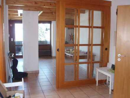 Preiswerte, gepflegte 3-Zimmer-Dachgeschosswohnung mit Balkon und EBK in Oberndorf am Neckar