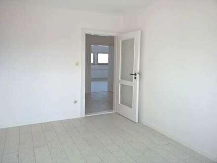 Frisch renovierte 3-Zimmer-Dachgeschoss-Wohnung