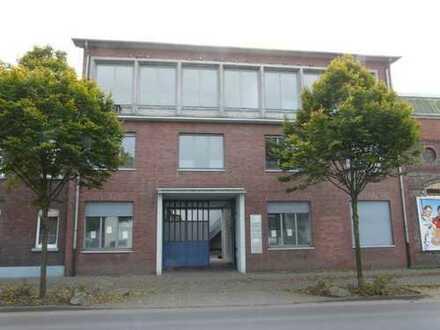 Büro und Hallenflächen , zentral gelegen -auch als Grundstück zur Bebauung interessant !
