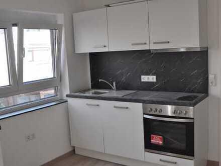 Erstbezug nach Komplettsanierung! Schöne gemütliche 3-Zimmer-EG-Wohnung in gepflegter DHH (3 Whg.)