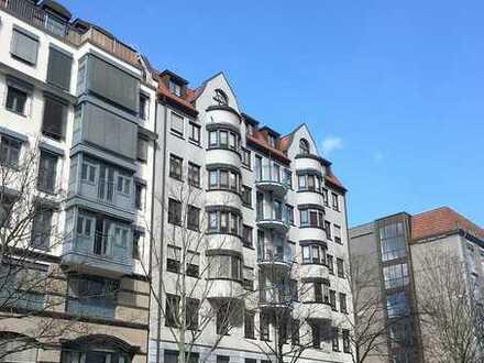 Wohnen im Musikviertel, mit dem Lift ins 5.OG, schöne 3 Zimmerwohnung, Wannenbad, Duschbad, Balkon