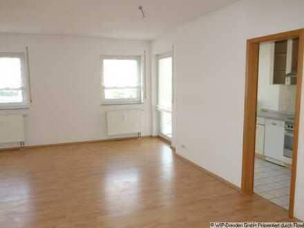 Zentrale Lage! 3-Zi.-Wohnung mit Einbauküche und Balkon...