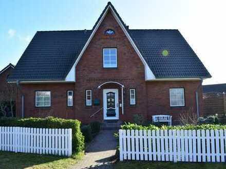 Imposantes Zweifamilienhaus auf tollem Grundstück!