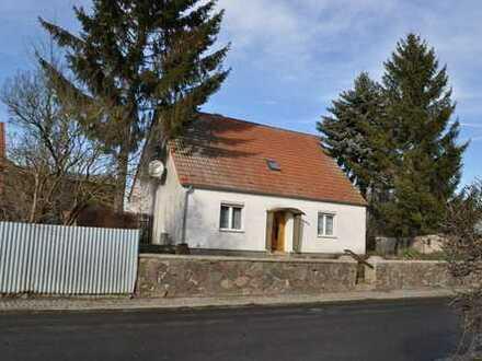 Älteres, teilmodernisiertes Bauernhaus mit Stall und Scheune