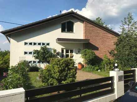 Geräumiges Haus mit toller Aussicht in Südwestpfalz (Kreis), Lemberg