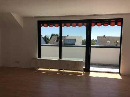 Renovierte 3-Zimmer-Dachgeschosswohnung mit Balkon und Einbauküche in Köln Höhenhaus