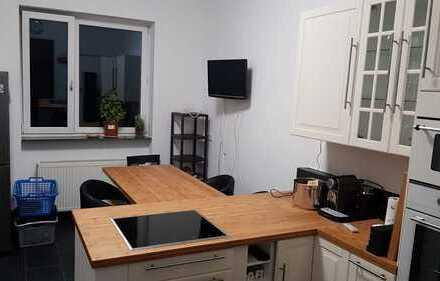 Altbauwohnung 2 zi mit Einbauküche in nippes