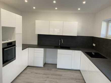 Erstbezug nach Sanierung: attraktive 4-Zimmer-Wohnung mit Einbauküche und Balkon in Leimen