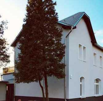 Erstbezug nach umfassender Sanierung: Charmante Doppelhaushälfte in ruhiger Lichterfelder Lage
