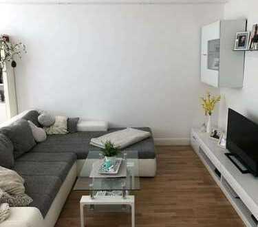 Zentrale 2-Zimmer-Wohnung mit Einbauküche und Balkon in Charlottenburg, Berlin// Nachmieter gesucht