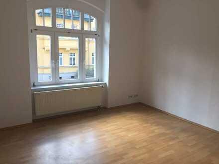 ** helle sanierte Erdgeschosswohnung mit Wintergarten **