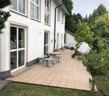 Ansprechende 3-Zimmer-Terrassenwohnung mit Aussicht und EBK in Deuerling