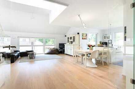 Neuwertige Dachgeschoss-Maisonette-Wohnung mit luxuriöser Ausstattung in ruhiger Lage