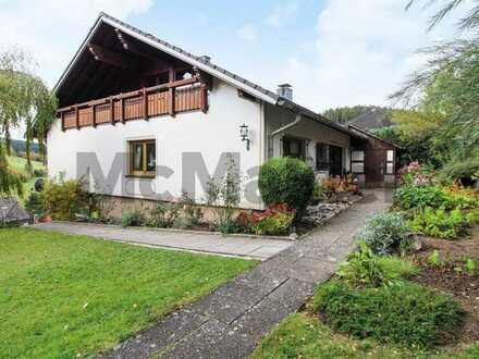 Provisionsfrei für Käufer: Architektenhaus mit Einliegerwohnung, Garten u. Garage in St. Georgen