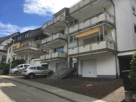 Sehr gepflegte, helle DG-Wohnung in Oberfell