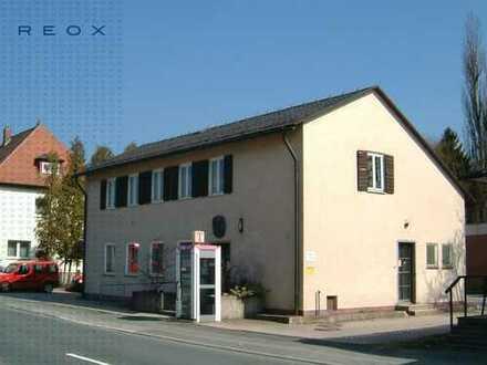 Bürogebäude in gemütlicher Kleinstadt