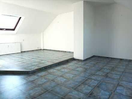 Schöne DG - Wohnung mit offener Wohnküche