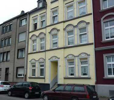 Neu gestrichene Dachgeschoss-Wohnung
