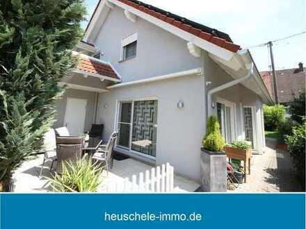 Wie ein Neubau ! Freistehendes Traumhaus mit schwellenfreier Einliegerwohnung in Horrheim !