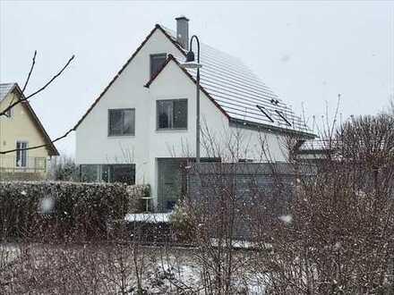 vollmöbl. EFH 367m² Wohnfläche mit 13 Zi, 4 Bädern 3 EBK, 5min zur A99 West