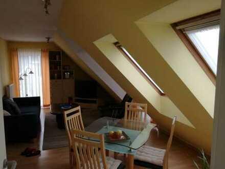 Gepflegte 2-Zimmer-DG-Wohnung mit Balkon und Einbauküche in Griesheim