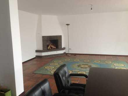 Großzügige 3-Raum-Hochparterre-Wohnung mit EBK und 2 Balkons in Offenbach am Main-Rumpenheim