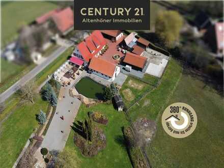 Luxe landhuis met zeer groot grondstuk en bijgebouwen