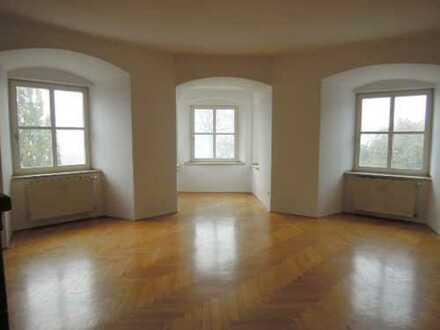 Stilvolle und großzügige 5 ZKB Wohnung im historischen Gebäude in Beilngries