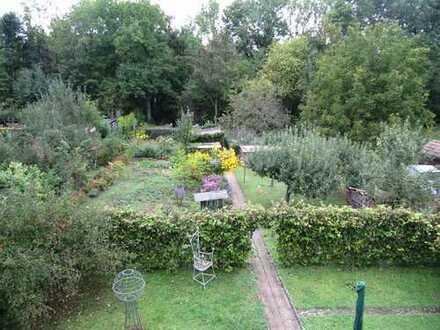##Ruhige 3 Zimmer Dachgeschosswohnung mit Gartenanteil und 2 Loggien##