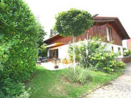 *** Freistehendes Landhaus mit herrlich gewachsenem Garten in bester Wohnlage ***