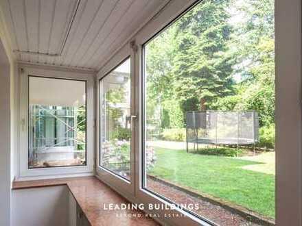 ***Rheinallee - Oberkassel*** Renovierte Wohnung im Gartengeschoss mit grünem Ausblick