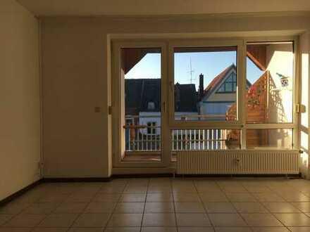 Vollständig renovierte Wohnung mit einem Zimmer sowie Balkon und EBK in Bad Hersfeld