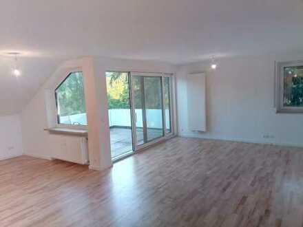Erstbezug nach Sanierung: Großzügige 5-Zimmer-Wohnung mit Dachterasse und Blick ins Grüne