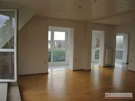 ** lichtdurchflutete - super ausgestattete - 4-Zi-Wohnung mit BALKON in einer wertigen Wohnlage **