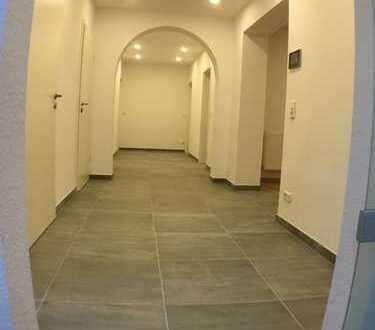 4-Zimmer-Wohnung mit Kamin, Balkon, Garage, Stellplatz, Dusche, Badewanne, Gäste WC, Einbauküche.