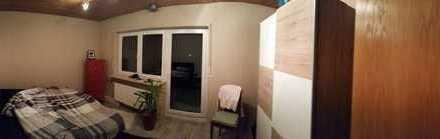 Gepflegte 2-Zimmer-Dachgeschosswohnung mit Balkon und EBK in Abenberg