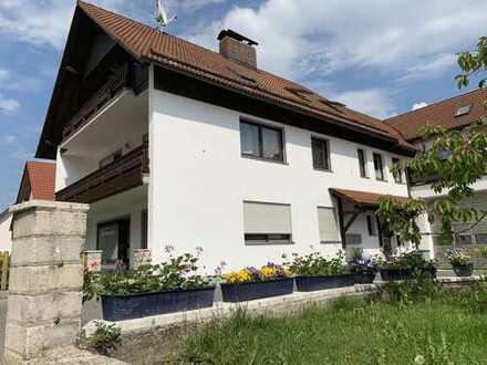 Schöne 4-Zimmer Wohnung mit großen terrassenähnlichen Balkon zu mieten
