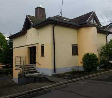 Neuwertige 2,5-Zimmer-Erdgeschosswohnung mit Balkon in Welschneudorf