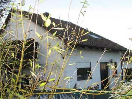 Schönes Haus in ruhiger Lage mit EBK, Balkon, Garten, Garage