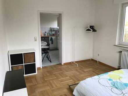 Schönes helles möbiliertes Zimmer in Sillenbuch verfügbar von 03.06 bis 12.07