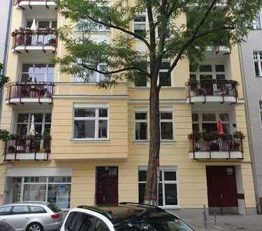 Helle 4-Zimmer-DG-Wohnung mit Balkon, Terrasse und EBK o. Fahrstuhl