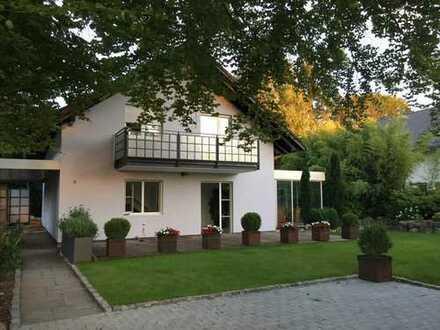 Schönes, freistehendes Haus mit fünf Zimmern in München, Trudering