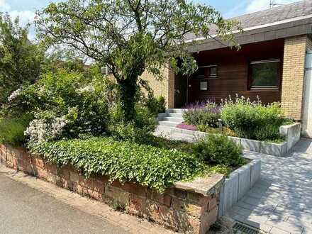++ Außergewöhnliches Architektenhaus mit Garten, Garage und Fernsicht! ++