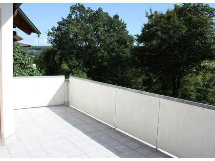Exklusive, geräumige und gepflegte 3-Zimmer-EG-Wohnung mit Balkon und Einbauküche in Waldenbuch