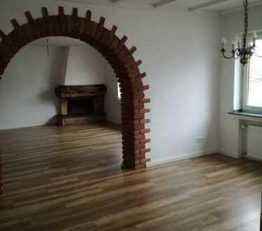 Schöne 5-Zimmer-Wohnung mit Balkon in Neuss