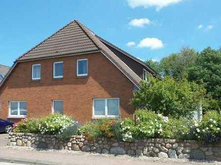 Attraktive Erdgeschosswohnung mit Terrasse und Garten**